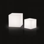 Svietiaca sedacia kocka CUBO, na batériu (8 hodín prevádzky) s diaľkovým ovládáním.Svítící kocka CUBO ponúkajúci maximálne a všestranné využitie. Osvetlenie je riešené pomocou RGB LED panelu na batériu. Svietidlo je dostupné vo vonkajšom prevedení.