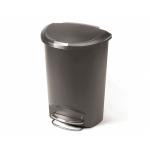 Půlkulatý odpadkový koš Simplehuman má obrovský objem 50 l. Díky svému jedinečnému tvaru se vejde i tam, kde by se klasický kulatý koš pletl. Je vyroben z odolného plastu šedé barvy.