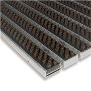 Hnedá hliníková vonkajšia kefová vstupná rohož FLOMA Alu Super - dĺžka 100 cm, šírka 100 cm a výška 1,7 cm