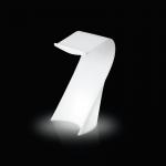 Svietiaci rečnícky pult SWISH vychádzajúce z dielne návrhára Karima Rashida je funkčný, ale aj originálne. Ponúka dva druhy osvetlenia: úsporná žiarovka alebo RGB LED panel na batériu. Rozmery: 62 x 62 h 120 cm. Určené navnútorné využitie s využitím úsporné žiarovky alebo aj navonkajšie použitie za použitia RGB LED panela na batériu.