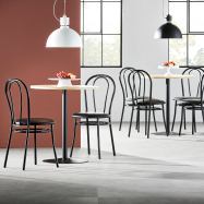 Jedálenský set Astrid + Aurora, 1 stôl a 4 čierne stoličky