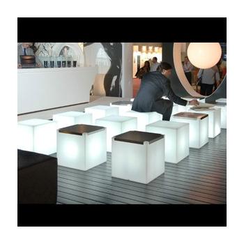 Svietiaci odkladací stolík KUBO