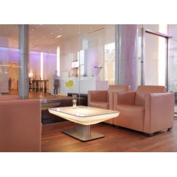 Svietiaci konferenčný stolík Studio 45