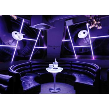 Svietiaci kaviarenský stôl Lounge M 75