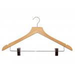 Drevené nescudziteľné ramienko. Protišmyková lišdřevěné ramienko s klipsy na zavesenie nohavíc. Nastaviteľné klipsy. Otočný železný háčik. Obsahuje zárezy na zavesenie sukne. Šírka: 44cm.
