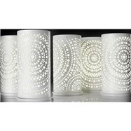 Biely kovový svietnik pre LED sviečky