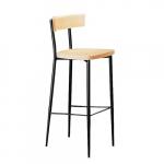 Klasická barová stolička s pevným bukovým sedákom a operadlom. Sedák je ľahko zaoblený a operadlo prehnuté. Kovová konštrukcia je chrómovaná alebo lakovaná. Klasický vzhľad. Bukový sedák a operadlo. Okrúhle kužeľovité nohy.